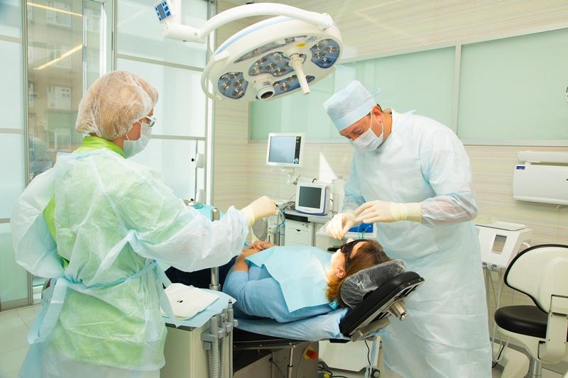 Что лечит врач стоматолог-хирург?